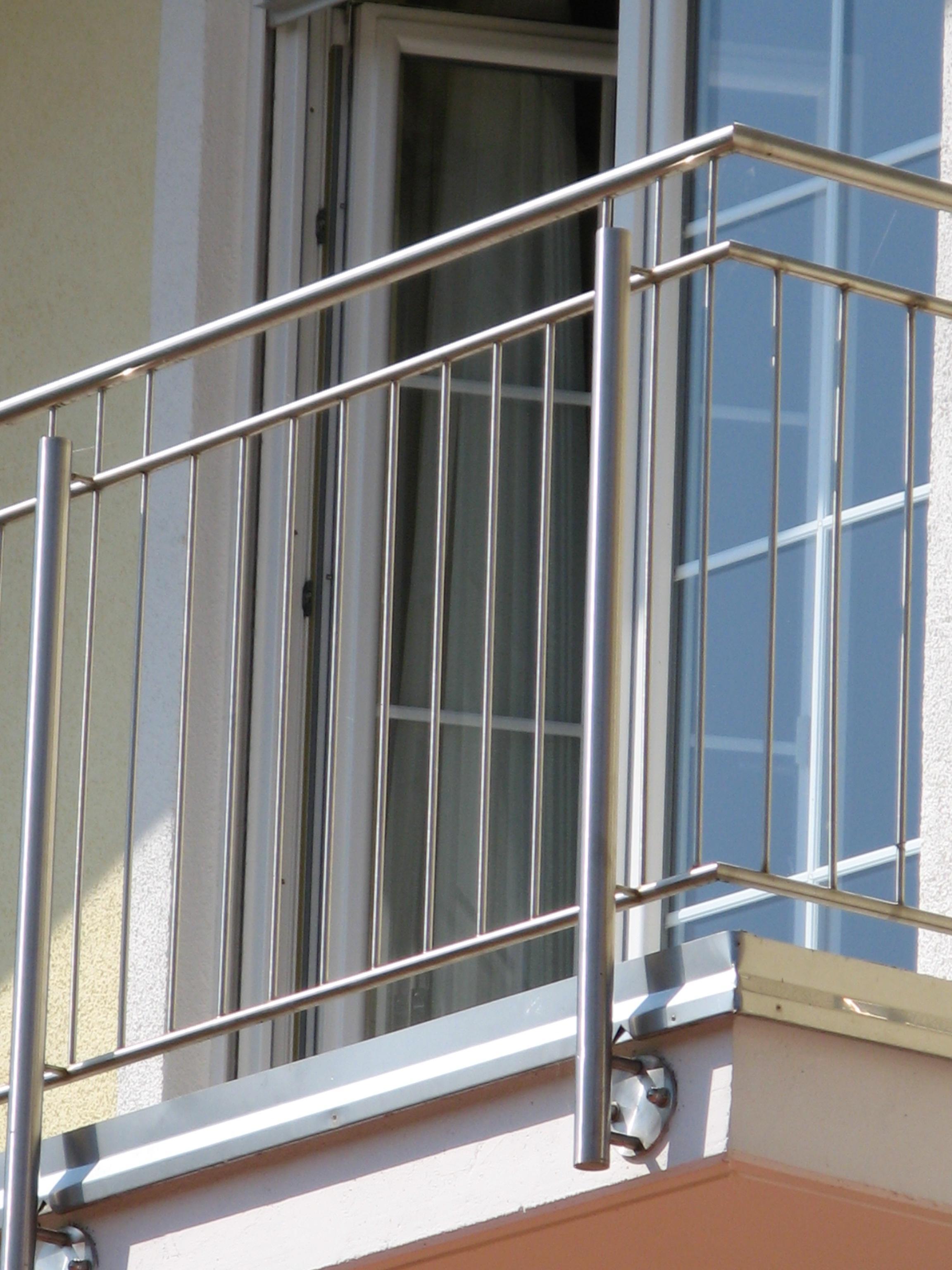 Balkongelander Aus Edelstahl Aluminium Und Glas Herstellung In